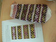 Knit Mittens, Mitten Gloves, Knit Crochet, Crochet Hats, Yarns, Hand Knitting, Ethnic, Socks, Colorful