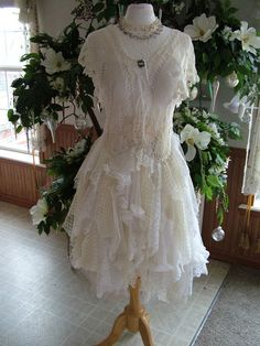 Country style cream white event dress, high low layered tatters, ideal for an al. Event Dresses, Prom Dresses, Wedding Dresses, Whimsical Dress, Whimsical Wedding, Country Garden Weddings, Different Dresses, Alternative Wedding, Cream White