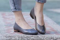 SALE 35% OFF Leather Shoes Gray Shoes Flat Shoes by BangiShop