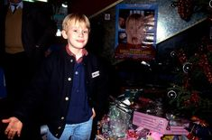 icepop - 29 Years Since Home Alone: Surprising Details Emerge About Macaulay Culkin's Past Neverland Ranch, Kevin Mccallister, Chris Columbus, Macaulay Culkin, Will And Grace, Boy Models, Holiday Movie, Home Alone, Young Actors