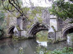 Bury St. Edmunds, Suffolk. .Bridge over the River Lark, Abbey Gardens
