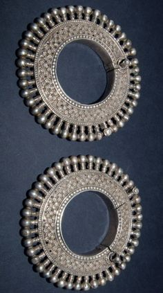 India | Pair of bracelets from Rajasthan | Early 20th century | 2,500$ for the pair