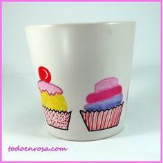 MUG CAKES. Taza Mug de desayuno en cerámica esmaltada.Decorada a mano en colores sólidos. Apto para uso en lavavajillas.