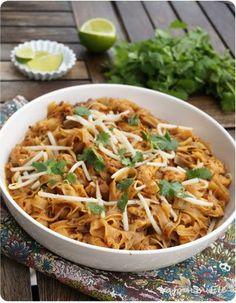 Pad thaï de poulet : un plat complet simple à réaliser pour faire voyager les papilles ! #ayam #thaï #poulet