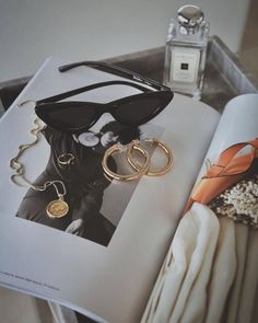 Jewerly Gold Design Jewels 45 Ideas For 2019 Flat Lay Photography, Jewelry Photography, Photography Ideas, Gold Jewelry, Jewelry Accessories, Fashion Accessories, Photo Jewelry, Leather Jewelry, Jewelry Shop