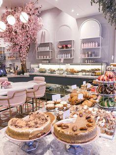 cake shop The Londoner Blooming Lovely Caf Cake Shop Design, Schönheitssalon Design, Coffee Shop Design, Bakery Design, Patisserie Design, Design Styles, Design Ideas, Cake Shop Interior, Bakery Interior