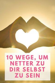Wir haben dir 10 Wege zusammengestellt, die du tun kannst, damit du mehr Liebe dir selbst gegenüber ausübst und spürst.