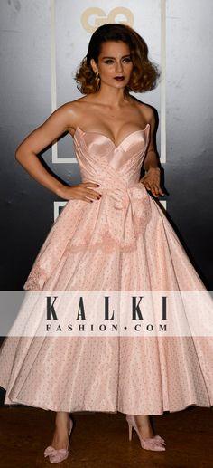 Kangna Ranaut rocks an old glamour look in a pretty dress. Party Fashion, Dress Fashion, Kids Fashion, Indian Bollywood, Bollywood Fashion, Party Gowns, Party Dress, Strapless Dress Formal, Formal Dresses