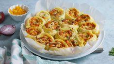 Egy finom Krémsajtos csigák gazdagon ebédre vagy vacsorára? Krémsajtos csigák gazdagon Receptek a Mindmegette.hu Recept gyűjteményében! Cauliflower, Ale, Cake Recipes, Bacon, Cheddar, Vegetables, Food, Lasagna, Easy Cake Recipes
