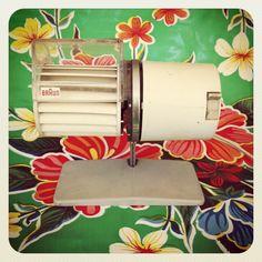 $45  Ventilador sobremesa Braun años 60. via Bahía, confecciones, recuerdos y puestas de sol.. Click on the image to see more!