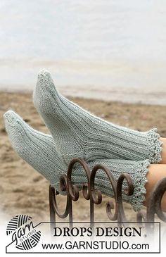 Ravelry: Socks pattern by DROPS design . Poncho Knitting Patterns, Knitting Charts, Knitting Socks, Baby Knitting, Knit Socks, Baby Cocoon Pattern, Crochet Baby Cocoon, Crochet Baby Cardigan, Ravelry