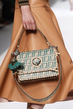 Vintage Bags Fendi Spring 2018 Ready-to-Wear Accessories Photos - Vogue - The complete Fendi Spring 2018 Ready-to-Wear fashion show now on Vogue Runway. Trend Fashion, Fashion Bags, Milan Fashion, Fashion Fashion, Runway Fashion, Luxury Bags, Luxury Handbags, Designer Handbags, Designer Purses