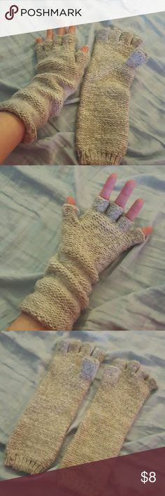 Old Navy gray fingerless gloves ❄️ Pre-owned Old Navy knitted fingerless gloves. Gray color. Old Navy Accessories Gloves & Mittens