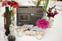 This retro table centre with 80s style radio and cassettes adds a bit of rock to your festival wedding.