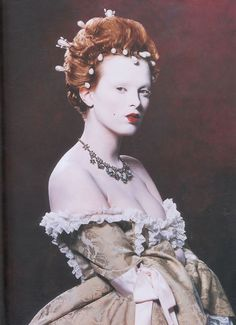 Karen Elson as Elizabeth I, makeup by Kevyn Aucoin. This is my favorite picture in the entire Face Forward book.