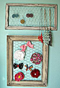 f you are looking for an artsy and unique way to display your DIY jewelry pieces or DIY hair accessories, then this Rustic DIY Jewelry Holder is just for you. Easy, fun, and gorgeous, this DIY jewelry organizer makes for the perfect addition to every bedroom.