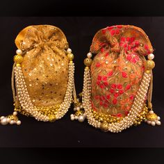 #potli #batua #potlis #indianwedding visit www.facebook.com/locachicaindia Unique Handbags, Unique Purses, Handmade Purses, Potli Bags, Tatting Jewelry, Embroidery Bags, Boho Bags, Baskets, Little Bag