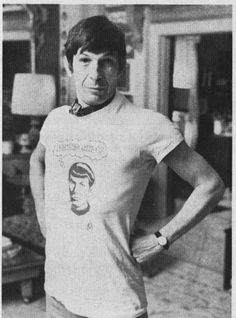 Star Trek: The Original Series Photo: Leonard Nimoy - Spock Leonard Nimoy, Spock, Star Wars, Star Trek Tos, Stephen Hawking, Deep Space Nine, Science Fiction, Movies And Series, Starship Enterprise