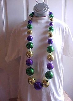 Big Mardi Gras Beads Louisiana Mardi Gras, New Orleans Mardi Gras, Mardi Gras Beads, Mardi Gras Party, Fun Ideas, Party Ideas, Mardi Gras Costumes, Twelfth Night, Beautiful Mask