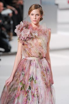Elie Saab at Couture Spring 2011 - Runway Photos