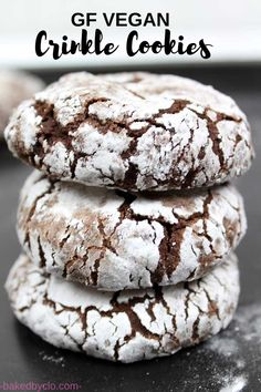 Easy vegan and gluten-free chocolate crinkle cookies. Perfect for the holiday season! Easy vegan and gluten-free chocolate crinkle cookies. Perfect for the holiday season! New Year's Desserts, Cute Desserts, Vegan Dessert Recipes, Eggless Desserts, Eggless Recipes, Yummy Recipes, Cookie Recipes, Vegetarian Recipes, Yummy Food