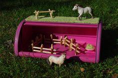 Bread box as toy barn - (Herra Puukenkä ja Neiti Räsymatto)