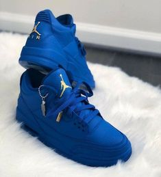 Top 10 collection of hand-painted Air Jordan sneakers That made by best artists Hype Shoes, Women's Shoes, Me Too Shoes, Shoe Boots, Shoes Sneakers, Custom Sneakers, Buy Shoes, Sneakers Design, Dance Shoes