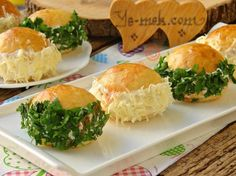 Evde kolaylıkla yapacağınız, pastaneden hazır aldığını o minik poğacalardan çok daha lezzetli bir tarif...