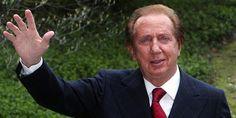 Uno dei padri fondatori della televisione italiana, insieme a Corrado e Raimondo Vianello, muore a Monte Carlo, l'8 settembre 2009. Stiamo parlando ovviamente di Mike Bongiorno.
