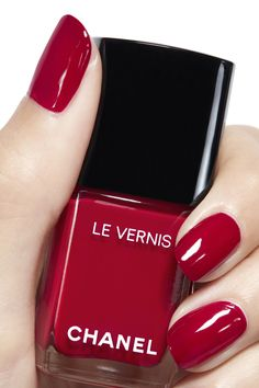 Best red nails manicure ideas and home tutorial. Over 70 awesome photos with red nails designs that will make you look like a star. Pink Nail Colors, Nail Polish Colors, Nail Colour, Chanel Nail Polish, Chanel Nails, Chanel Chanel, Red Nails, Hair And Nails, Nagel Gel