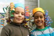 Tekenstudio - Hoeden maken Unique Art Projects, Pediatric Occupational Therapy, Pediatrics, School Stuff, Activities, Play, Crafts, School Supplies, Crafting