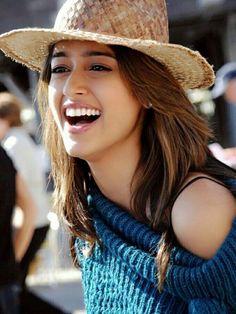 Ileana D'Cruz Beautiful HD Photoshoot Stills Indian Bollywood Actress, Beautiful Bollywood Actress, Indian Film Actress, South Indian Actress, Beautiful Indian Actress, Beautiful Actresses, Indian Actresses, Beautiful Saree, Beautiful Gorgeous