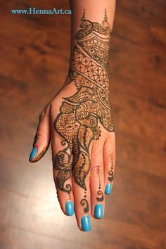 Pretty henna design. Explains the steps to applying this design. Such cool mehndi.