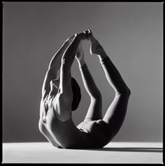 How to Lose Weight with Yoga.Yoga is best known for its stress-reducing and relaxing effects, but active yoga poses may be able to help you to burn fat Yoga Fitness, Health Fitness, Health Yoga, Workout Fitness, Mental Health, Yoga Inspiration, Photo Yoga, Kreative Portraits, Bow Pose