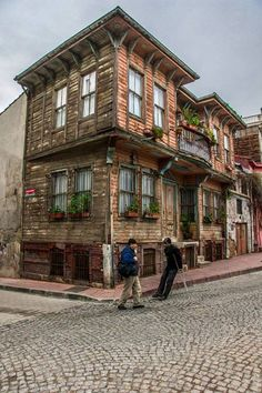 Kadirga Istanbul By Ugur Alpay Turkish Architecture, Vernacular Architecture, Beautiful Homes, Beautiful Places, Stone Houses, Historic Homes, Traditional House, Old Houses, Ankara