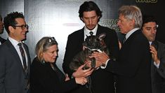 Carrie Fisher's Bulldog Crashes 'Star Wars' Premiere And Fights With Droid Frances Fisher, Carrie Fisher, Star Wars Cast, Star Trek, Reylo, Han And Leia, Harrison Ford, Adam Driver, Star Wars Humor