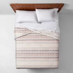 Coral Woven Jacquard Quilt - Opalhouse™ : Target