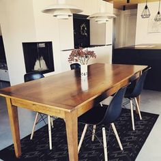 GUTEN MORGEN IHR LIEBEN.PREISE SIND ONLINE.WWW.CLARISSAKORK.COMANFRAGEN: HALLO@CLARISSAKORK.COMWÜNSCHE EIN TOLLES WOCHENENDE.Foto: @what_eva_loves#teppich #rug #carpet #nordicroom #scandidesign #scandiliving #interior123 #interior4you #veganleather #interiorstyle #scandinavianhome #homeinspiration #interiorinspiration #homedecor #interiorlovers #instainterior Scandi Living, Dining Table, Home Decor, Furniture, Good Morning Love, Amazing, Homemade Home Decor, Diner Table, Dinning Table Set