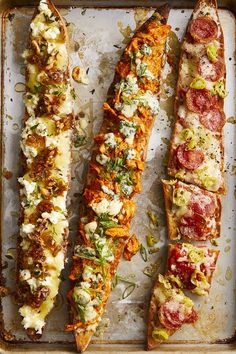 Caramelized shallots, goat cheese, and honey baguette pizza # Food and Drink dinner ideas Baguette Pizzas Pizza Recipes, Appetizer Recipes, Dinner Recipes, Cooking Recipes, Keto Recipes, Amish Recipes, Dutch Recipes, Veggie Recipes, Vegetarian Recipes