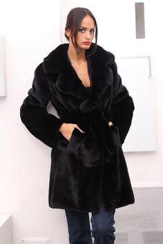 Шубы из норки в Италии Fur Coats, Mink Fur, Fur Fashion, Vest, Elegant, Classic, Model, Jackets, Outfits