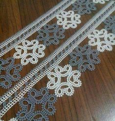This Pin was discovered by HUZ Thread Crochet, Love Crochet, Crochet Doilies, Crochet Flowers, Crochet Lace, Crochet Edging Patterns, Crochet Borders, Baby Knitting Patterns, Flower Embroidery Designs