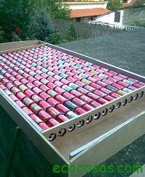 Una excelente idea este bricolaje, reciclaje donde utilizando las latas de aluminio para captar la