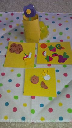 Paper punch craft. Miniature picnic food made with circular and star shaped paper punches. #recycled craft #Paper craft  http://viewthroughmykaleidoscope.files.wordpress.com/2014/05/miniaturefood1.jpg