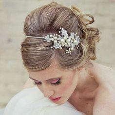 Pretty hairstyling  #Repost @australiabrides ・・・ #bridehair #weddinghair #tiara #weddingdream #⚜