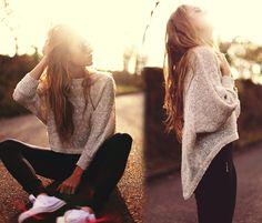 oversize gilded sweater, leggings + converse.