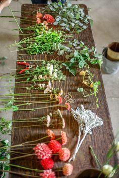 How to Arrange Flowers - Professional Flower Arranging Tips