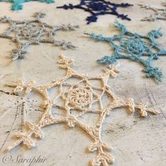 Small Feather Snowflake Crochet Pattern - by Saraphir Free Crochet Snowflake Patterns, Christmas Crochet Patterns, Crochet Ornaments, Crochet Snowflakes, Crochet Christmas, Christmas Crafts For Gifts, Christmas Bells, Christmas Angels, Christmas Decorations