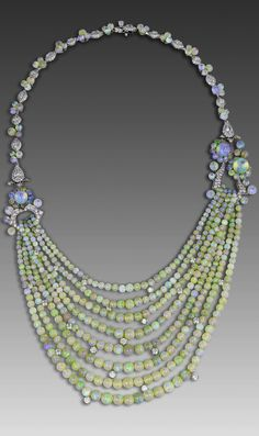 David Morris necklace with opal beads and brilliant-cut diamonds from the 1920s.