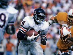 Walter Payton Pictures and Photos Nfl Football Teams, Bears Football, Football Is Life, Football Helmets, Walter Payton, Sports Figures, Running Back, Chicago Bears, American Football
