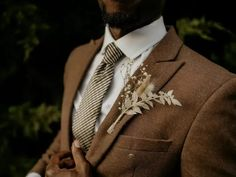 Groom wearing brown suit with boho dried flower boutonniere Brown Suit Wedding, Brown Wedding Themes, Wedding Suits, Wedding Attire, Groom Wear, Groom And Groomsmen, Wedding Trends, Wedding Styles, Wedding Ideas